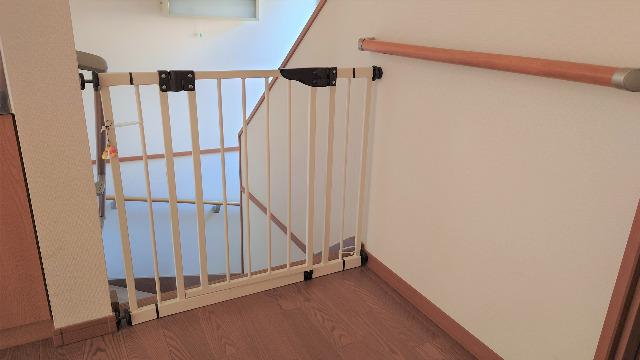 階段上の安全ゲート